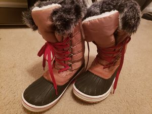 Wild Diva lounge snow boots size 9 for Sale in Newnan, GA