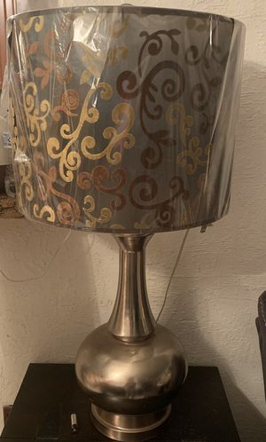 2 lamps, 2 end tables and 1 coffee table for Sale in Miami Gardens, FL
