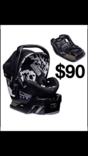Britax car seat with base for Sale in Chicago, IL