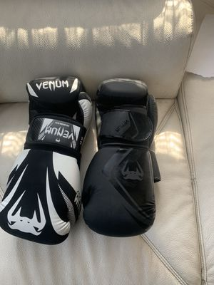 Venum boxing gloves for Sale in Los Angeles, CA