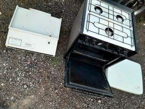 Propane oven and vent a hood $50.00 obo for Sale in Combine, TX