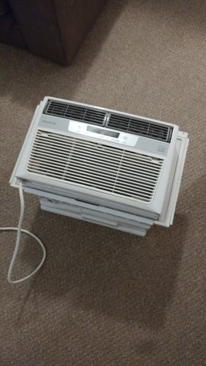 Frigidaire 6000 BTU air conditioner for Sale in Chicago, IL