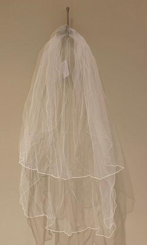 Brand New En Vogue Wedding Veil for Sale in Irvine, CA