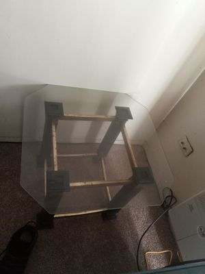 Coffee table and two end tables for Sale in Oxon Hill, MD