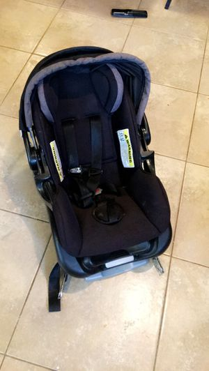 Car seat for baby w/base for Sale in Houston, TX