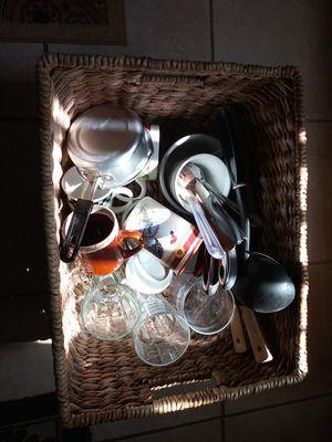 Stuff. Free ..tasas vasos. Gratis for Sale in Fresno, CA