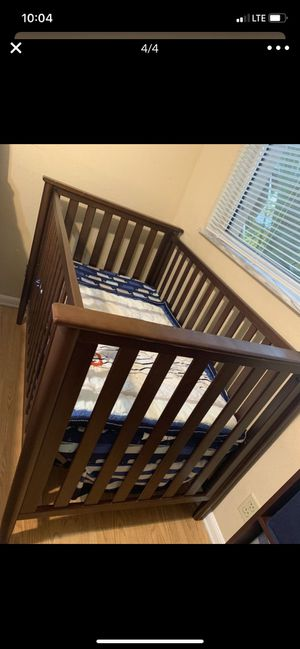 Crib and changing table for Sale in Margate, FL