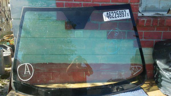 Saturn vue front windshield 2008
