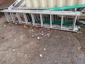 32ft extension ladder for Sale in Dallas, TX