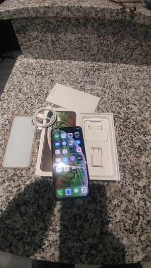 Iphone XS MAX, unlocked amd in execellent condition. With box' book, case & privacy screen protector $480 for Sale in Port Richey, FL