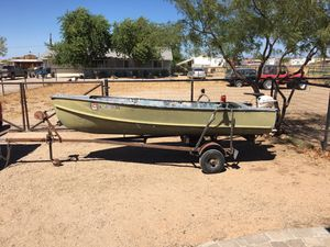 14 ft aluminum boat for Sale in Queen Creek, AZ