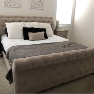 King Bed Frame Tufted for Sale in Bakersfield, CA