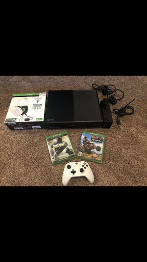 XBOX ONE MODEL 1540 $200 FIRM FOR ALL IN THE PICTURE for Sale in Fresno, CA