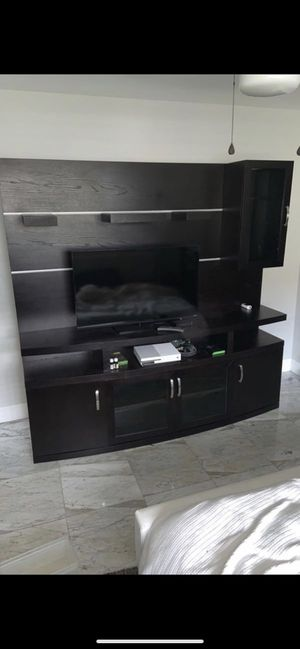 RoomsToGo Entertainment system with display shelves for Sale in Miami, FL