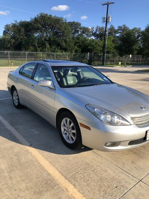 I'm selling my car Lexus 2004 clean title ES 330 for Sale in San Antonio, TX