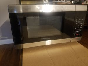 Frigidaire 1.1 Cu. Ft. Stainless Steel Microwave Oven for Sale in San Diego, CA
