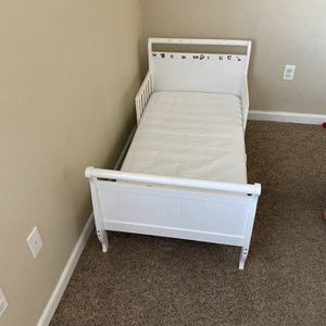 Free Toddler Bed for Sale in Fresno, CA