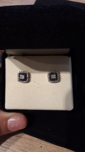 10k gold and diamomd earrings for Sale in Montebello, CA