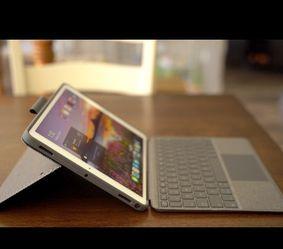 Ipad Gen 7 + Logitech Keyboard Like New for Sale in Bellevue,  WA