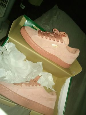 Puma suede desert flowers pink size 4 for Sale in New York, NY