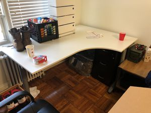 Computer desk W/ chair for Sale in Arlington, VA