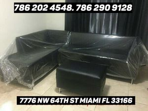 Black leather sectional sofa !!brand new!! for Sale in Miami, FL