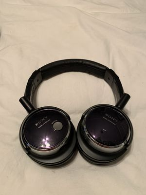 Sony Headphones w/ Noise cancellation for Sale in Los Angeles, CA