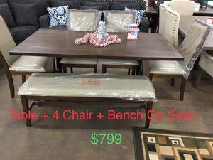 Display table set for Sale in Visalia, CA