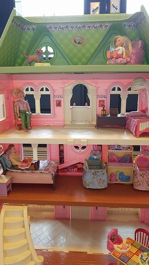 Fisher price doll house. Everything in pictures comes with house, fully functional and clean! for Sale in Tampa, FL