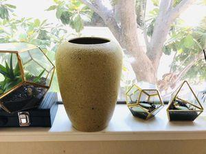 Flower vase. Ceramic decorative for Sale in Sunnyvale, CA