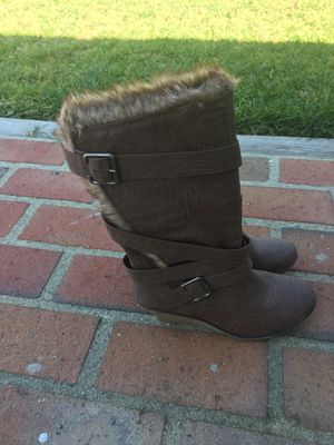 Brown boots size 7 very nice for Sale in Diamond Bar, CA