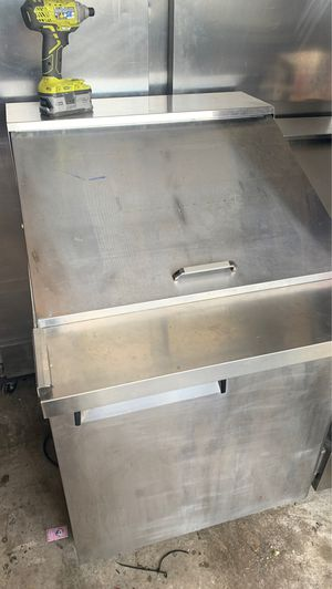 Small sandwich cooler for Sale in Winter Haven, FL