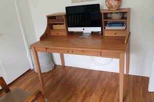 Light wood desk with hutch for Sale in Santa Ana, CA
