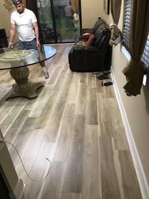 Vynil laminate waterproof flooring for Sale in Miami, FL
