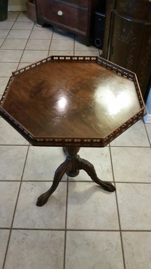 Antique lamp table for Sale in Madeira Beach, FL
