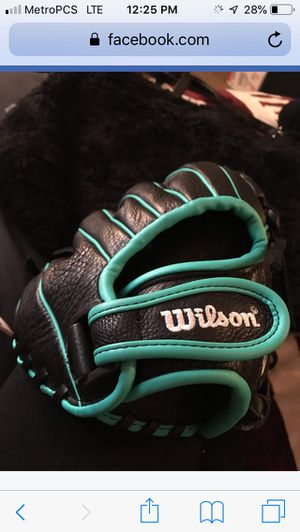 New Wilson Softball glove size med for Sale in Rocklin, CA