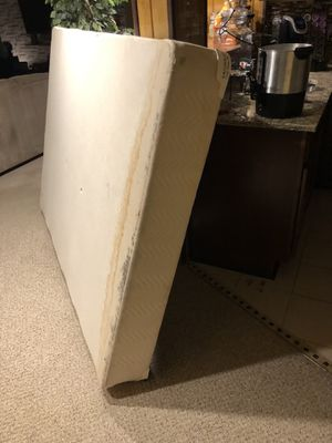 Free queen box spring for Sale in Troy, MI