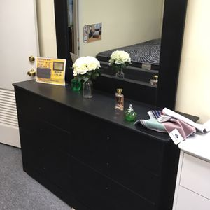 Brand New Compressed Wood Dresser With Mirror Color Black for Sale in Rancho Cucamonga, CA