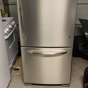 General Electric Stainless Steel Refrigerator for Sale in Norco, CA