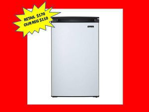 Magic Chef 4.4 cu. ft. Mini Fridge with Freezerless Design in Stainless Steel NEW for Sale in Plantation, FL