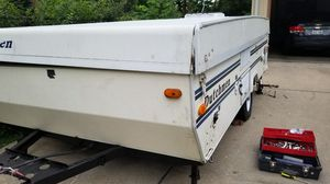 Pop up camper needs little tlc cant open for Sale in Janesville, WI