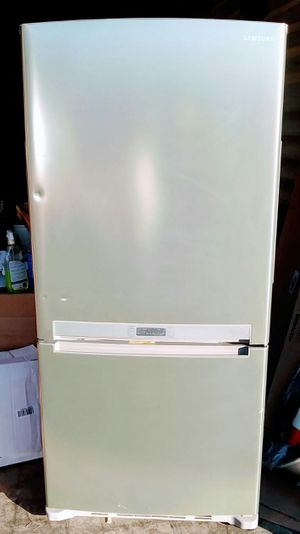 Samsung Refrigerator-Platinum for Sale in Hilliard, OH