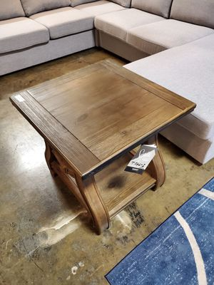 Stylish End Table, Brown for Sale in Garden Grove, CA