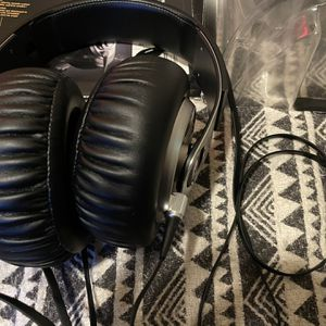 Sony MDR/XB-700 Extra Bass silver/black Headphones (like new) for Sale in San Diego, CA