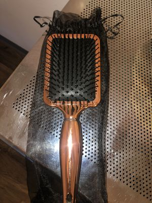 Aria Beauty Luxe Detangling Brush for Sale in Thornton, CO