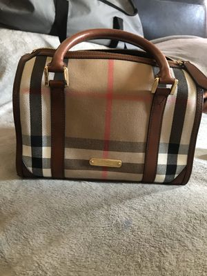 Burberry bag for Sale in Los Angeles, CA