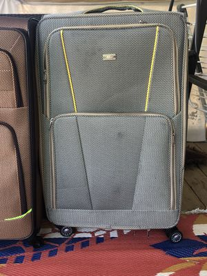 35x21 clasic luggage for Sale in Dearborn Heights, MI