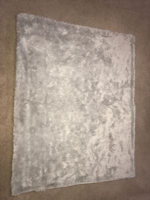"""50""""x60"""" light grey Faux Fur Threshold throw blanket for Sale in Puyallup, WA"""