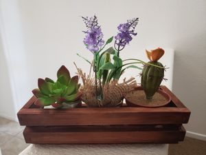 Natural wood box plant pots. for Sale in Moreno Valley, CA