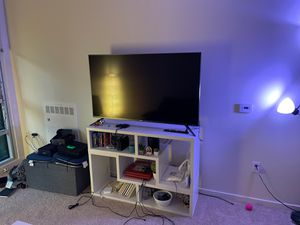 TCL 55 inch roku smart 4K TV! With the tv stand! for Sale in San Francisco, CA